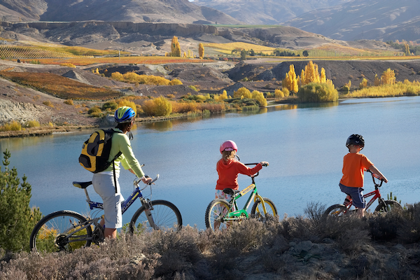 Cycle at Lake Dunstan, Central Otago