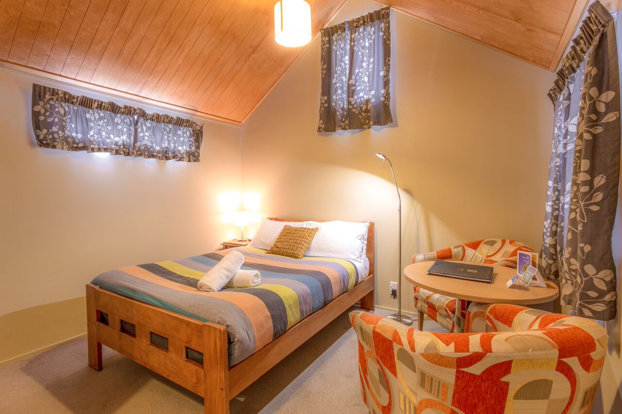 Self contained studio cabin queenstown top 10 for Self contained cabin